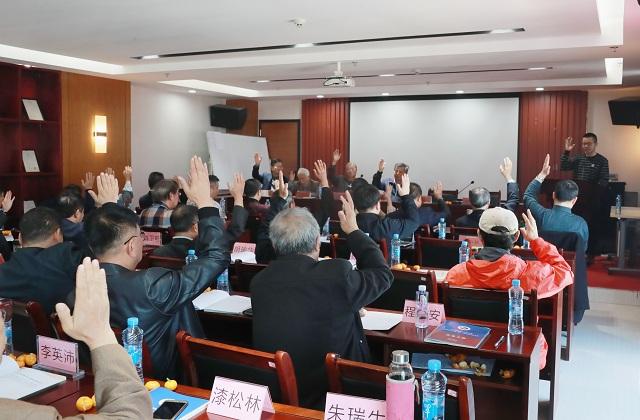16n江西省地域文化研究会会员代表举手表决通过相关决定.jpg